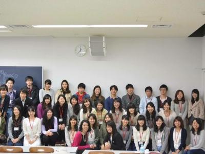薬学生と集合写真